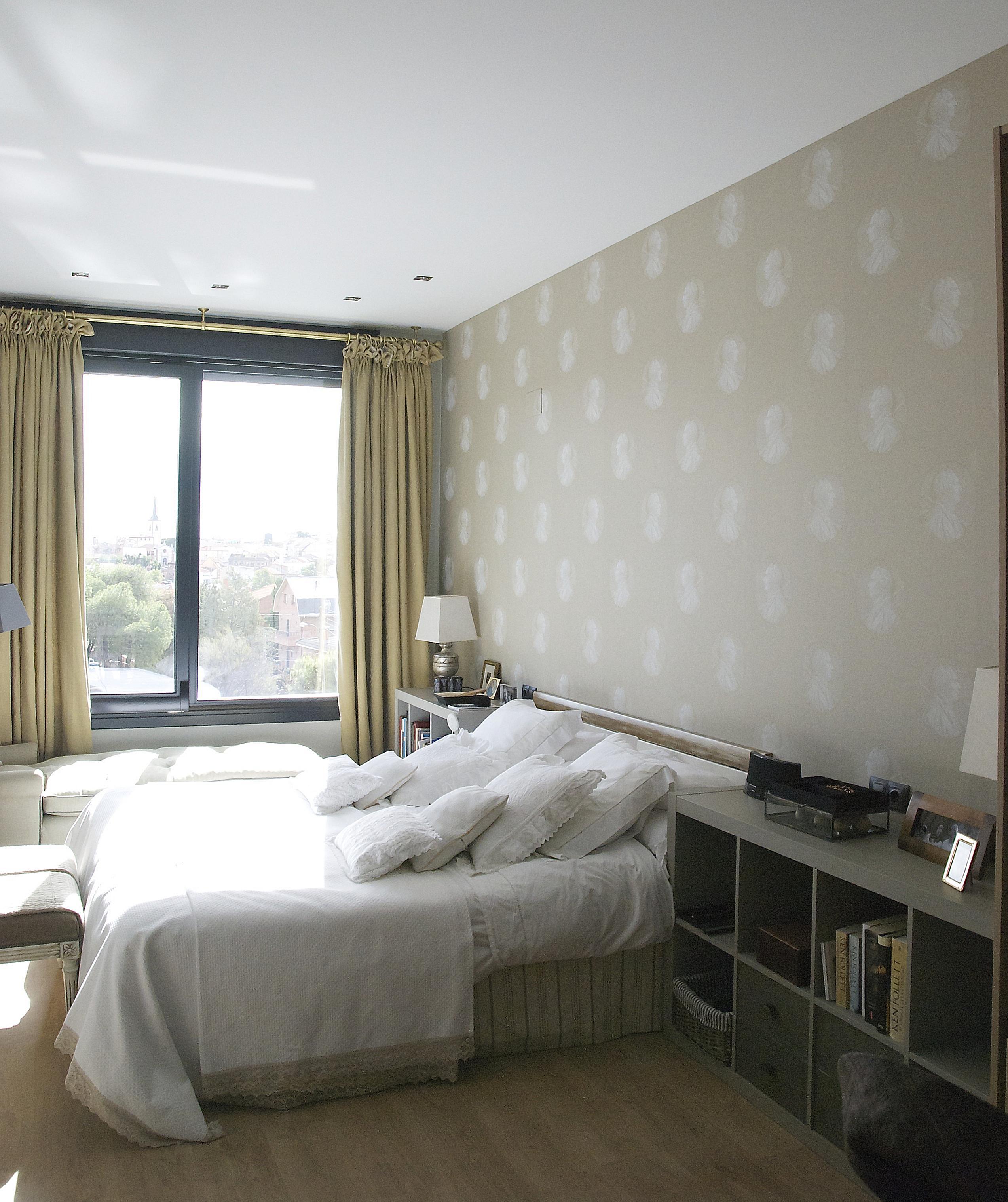 Dormitorio principal de casa reformada por el estudio Libia Bárcenas