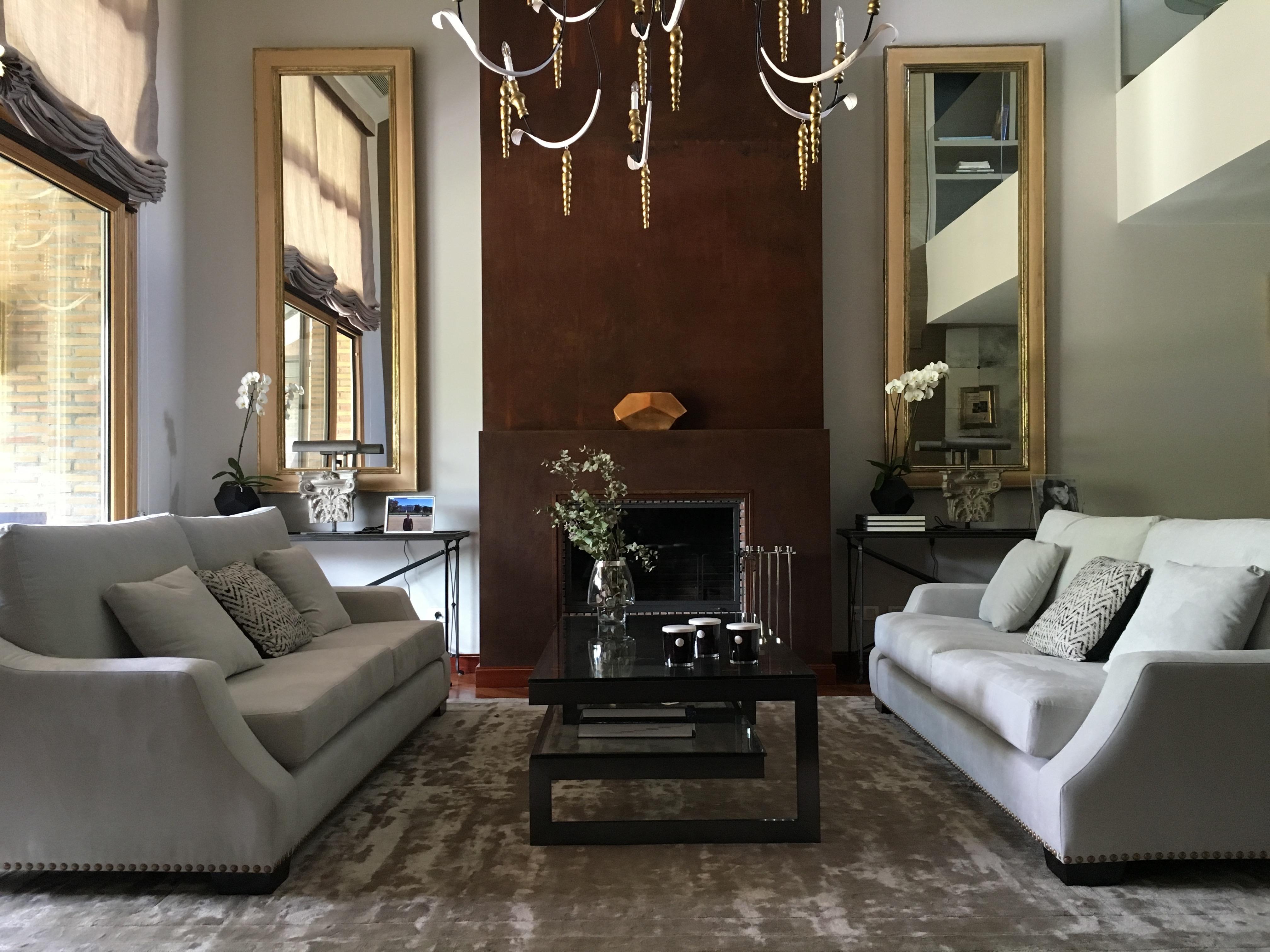 Salón con chimenea. Proyecto París Libia Bárcenas.