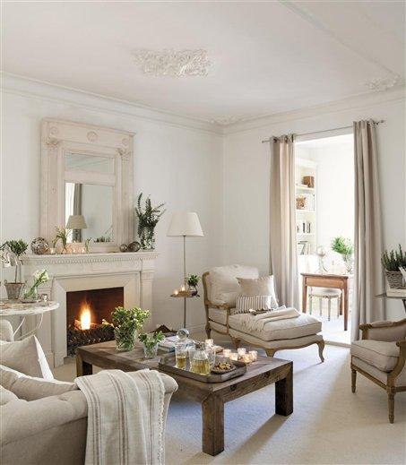 Salón con chimenea y chaiselongue