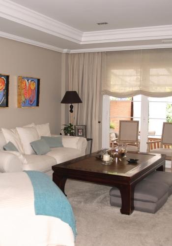 Salón decorado por el estudio de interiores Libia Bárcenas