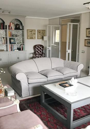 Salón reformado y decorado por el estudio de interiores Libia Bárcenas